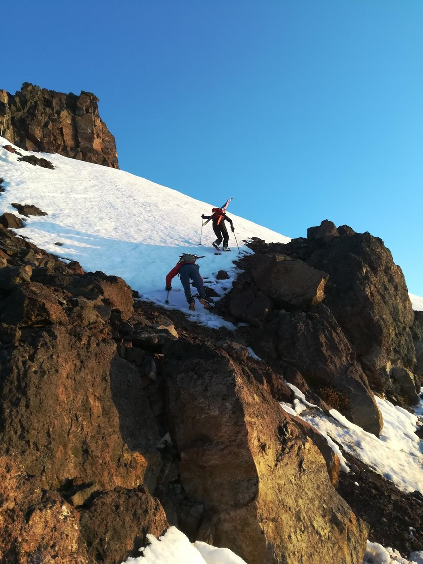 Skirting through the cliffs on North Sister